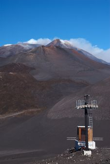 Free Monitoring Station And Mt Etna, Sicily, Italy Royalty Free Stock Photo - 9884985