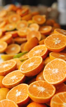 Free Fresh Orange Halves Stock Photos - 9885943