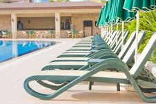 Free Swimming Pool Royalty Free Stock Images - 9886789