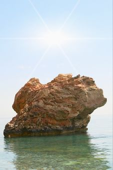 Free Wonderful Alone Cliff In The Mediterranean Sea. Royalty Free Stock Photos - 9892358
