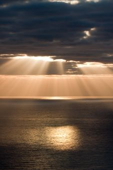 Free Golden Sunbeams Stock Photography - 9893162