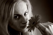 Free Blonde Posing With A Flower Royalty Free Stock Photography - 9893707