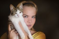 Free Girl And Her Cat Royalty Free Stock Image - 9893736