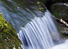 Free Close Up Waterfall Royalty Free Stock Image - 9899116