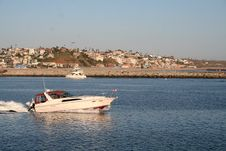 Free Motor Boat In Channel Royalty Free Stock Photos - 990748