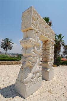Free Statue Of Faith Royalty Free Stock Photo - 993485
