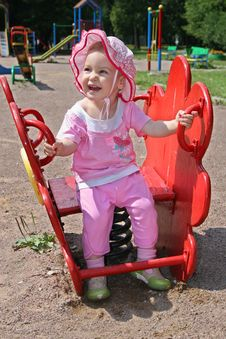 Free Happy Baby In Yard Stock Images - 995264