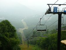 Free Empty Chair Lift In Summer Royalty Free Stock Photos - 996318