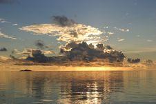Free Sea & Sunrise Royalty Free Stock Images - 998689