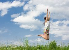 Free Young Woman Is Jumping Royalty Free Stock Photography - 9900457