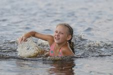 Free The Swimming Girl Stock Photography - 9900552