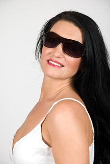Free Elegant Young Woman With Sunglasses Royalty Free Stock Images - 9903029