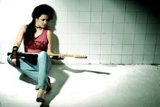 Free Female Playing Electric Guitar Stock Images - 9904554