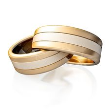 Free Golden Rings Royalty Free Stock Photo - 9905625