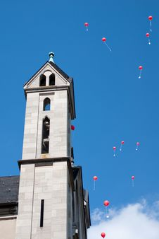 Free Red Balloons Besides Church Royalty Free Stock Image - 9909456