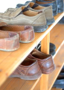 Free Shoe Shelve Royalty Free Stock Images - 9910389