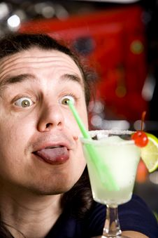 Free Barman Cocktail Margaritas With Lime Stock Photo - 9911470