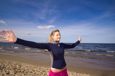 Free Active Woman On The Beach Stock Images - 9911514