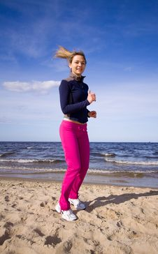Free Active Woman On The Beach Stock Images - 9911544