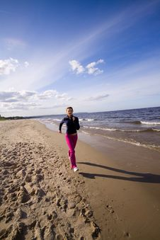 Free Active Woman On The Beach Royalty Free Stock Photography - 9911547