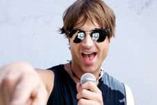 Free Rock Star With A Mic Royalty Free Stock Images - 9912849