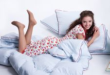 Free Young Woman Relaxing Royalty Free Stock Images - 9923759