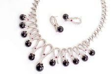 Necklace With Black Pearls Stock Images