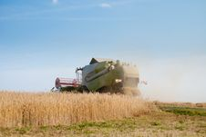 Free Combine Harvester Stock Photography - 9927712