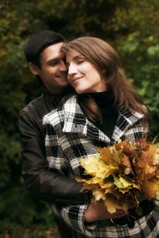 Free Young  Couple In Autumn Park Stock Photos - 9932893