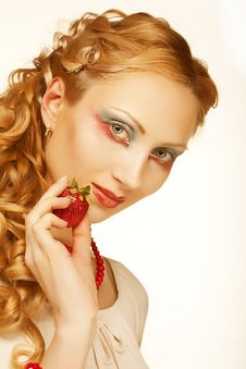 Free Beautyfull Girl With Strawberry Royalty Free Stock Image - 9933056
