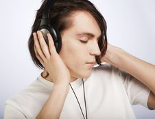 Free Casual Man Listening To Music Stock Photography - 9933082