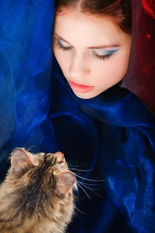 Free Girl Face With A Cat Stock Image - 9937591