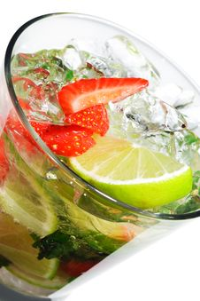 Free Cocktail - Berry Mojito Royalty Free Stock Image - 9939136