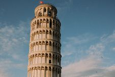 Free PISA TOWER WITH BIRDS AND PLANE Royalty Free Stock Photo - 99338585