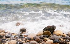 Free Sea Foam And Pebble In The Water. Royalty Free Stock Photo - 9941025