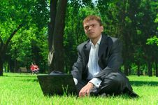Free Businessman In A Park On The Grass Wiht Laptop Royalty Free Stock Photos - 9942398
