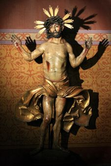 Free Jesus Christ Statue In A Church Royalty Free Stock Photo - 9951465