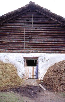 Free Barn With Hay Stacks,Bernese Overland. Switzerlanl Royalty Free Stock Photo - 9951635