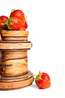 Free Wooden Mug With A Strawberry (left) Royalty Free Stock Photos - 9951868