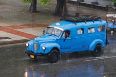 Free Vintage Cuban Taxi-Bus Royalty Free Stock Photography - 9954257