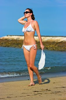 Free Lady With White Hat On The Beach Royalty Free Stock Photo - 9956415