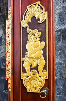 Free Gold Door In The Buddhist Temple Royalty Free Stock Photo - 9956675