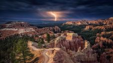 Free Lightning Over A Canyon Stock Images - 99545724