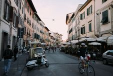 Free STREET SCENE IN PISA, TUSCANY Stock Photography - 99546042