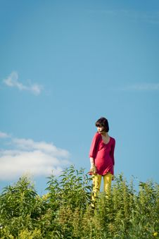 Free Girl Goes On The Grass. Royalty Free Stock Photos - 9961998