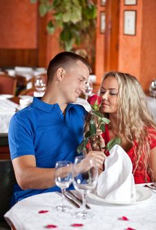 The Man And The Fine Girl At Restaurant. Royalty Free Stock Image
