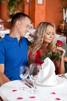 Free The Man And The Fine Girl In Restaurant Stock Photos - 9962603