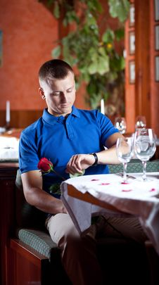 Free The Man With Red Rose  In Restaurant Royalty Free Stock Photos - 9962718