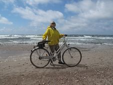 Free Senior With Bicycle Royalty Free Stock Images - 9963259