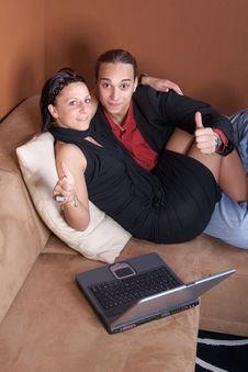Free Young Couple With Laptop Stock Images - 9964144